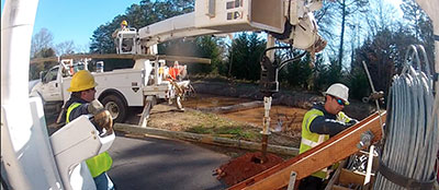 Lineman_Truck_Pole_Installation